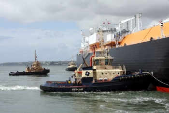 BERTHING WITH TUGS
